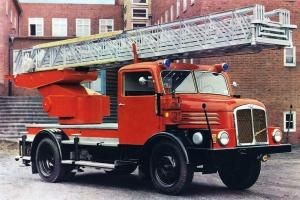 IFA S4000-1 DL-25 Turntable Ladder '1958